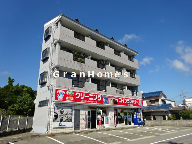 キッチン・トイレ・バス入れ替え☆ 単身者向けマンション!! 最上階角部屋です♪ 404の外観