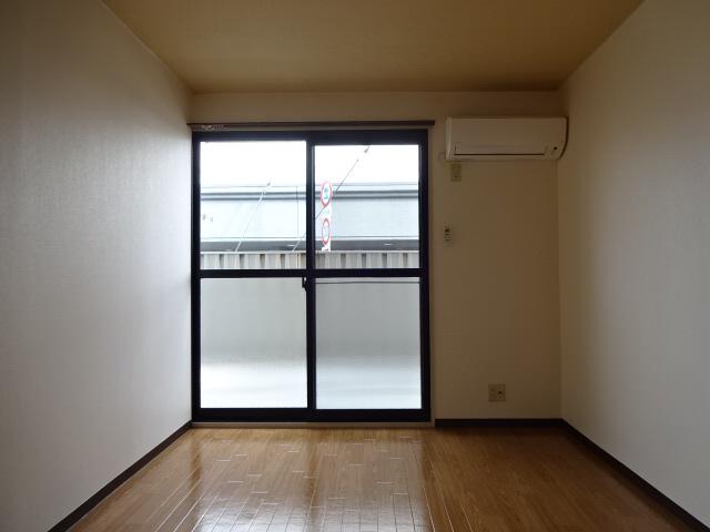 物件番号: 1115152693  加古川市平岡町新在家 1K ハイツ 画像1