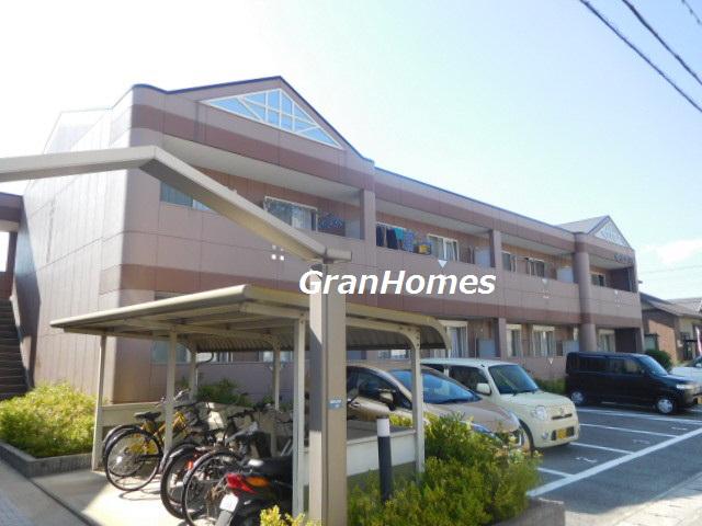 買い物施設が近隣で大変便利 2台目駐車場も完備 収納多数 101の外観
